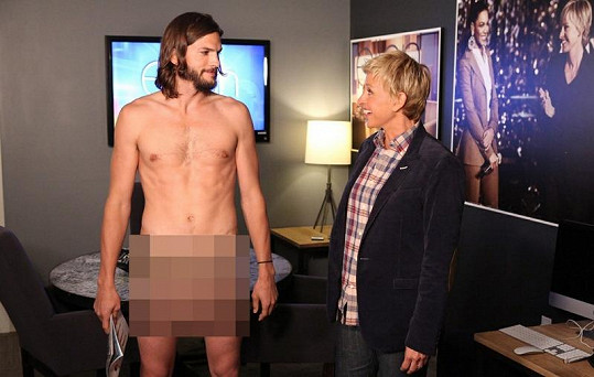 Moderátorka Ellen DeGeneres byla hodně překvapená, když Ashton Kutcher přišel do jejího studia zcela nahý.