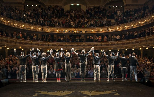 Diváci tanečníkům tleskali vestoje.