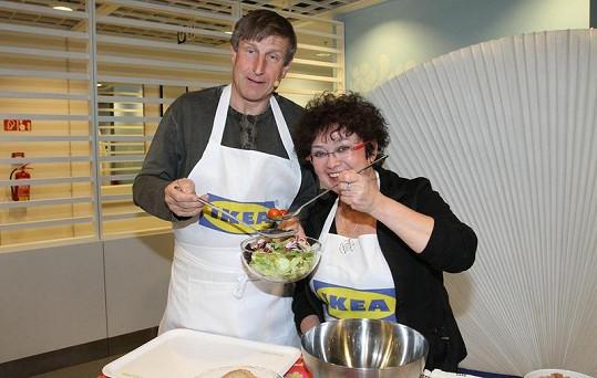 Manželé si rozumějí i při vaření.