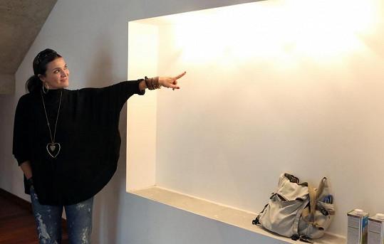 Mahulena Bočanová ukázuje svůj nový dům, který je laděn do hnědé a bílé barvy.