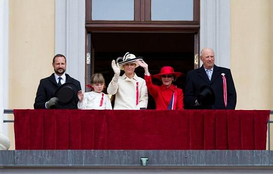 Královská rodina (zleva): princ Haakon, princezna Ingrid Alexandra, princezna Mette-Marit, královna Sonja a král Harald V.