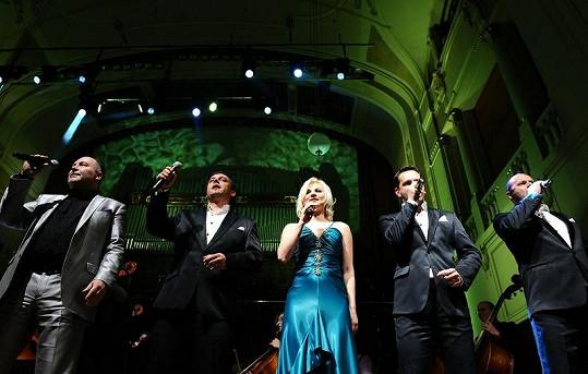 Vyvrcholení koncertu s pěvci z La Gioa a Ivannou Bagovou.