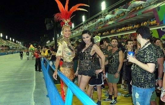 Lais Ribeiro (27) a Adriana Lima (36) vzaly karneval útokem.