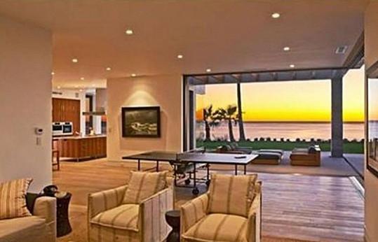Interiér vily, kterou si v Malibu pronajímají Beckhamovi.