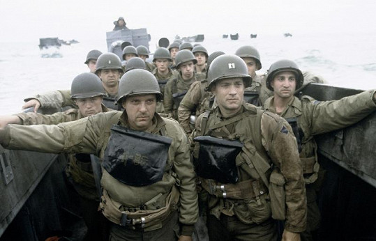 Tom Sizemore a Tom Hanks ve snímku Zachraňte vojína Ryana.