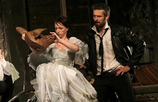 Vilhelmová s Romanem Zachem hrají hlavní role ve Zkrocení zlé ženy.