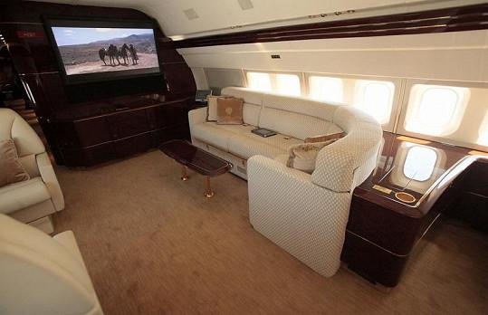 Boeing 757 Donalda Trumpa poskytuje maximální komfort.