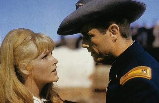 Olga v německém westernu Die Schwarzen Adler von Santa Fe.