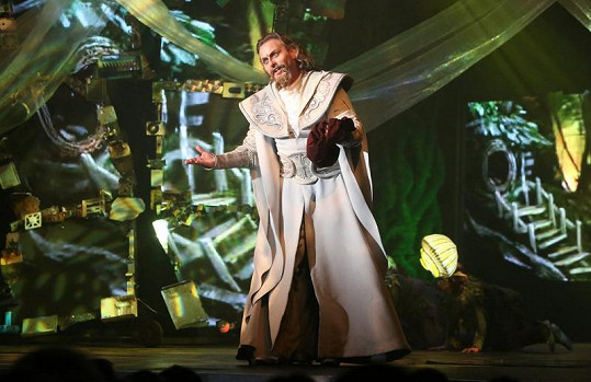 Pepa Vojtek jako čaroděj v Klíči králů.