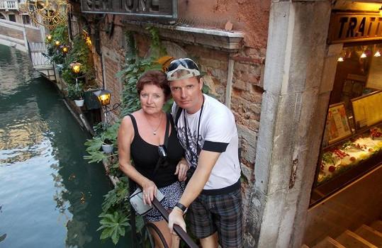 France na výletu v Benátkách.