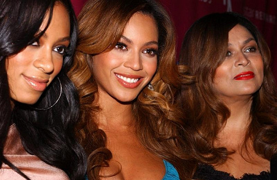 Beyonce se sestrou Solange a jejich maminkou Tinou Knowles.