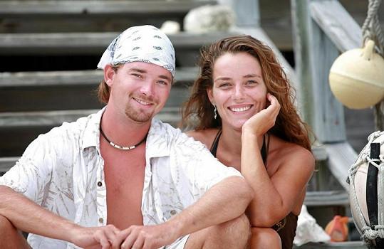 Luke Abbott a Mona Wienthuchter jsou jedinými stálými obyvateli malého bahamského ostrůvku.