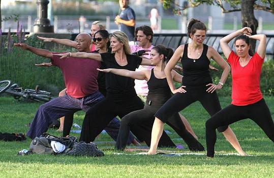 Heidi Klum a v pozadí legenda hip-hopu Russell Simmons.