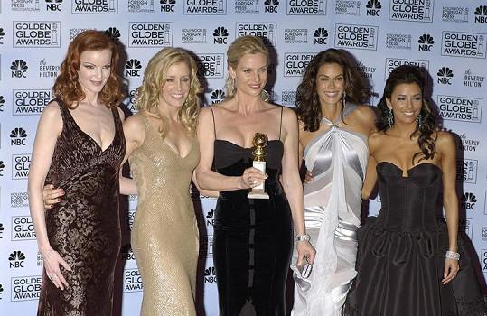 Nicollette (třetí zleva) v seriálu Zoufalé manželky ztvárňuje roli Edie Britt.