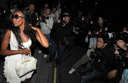 Naomi Campbell nejednou ukázala, že ztrácí vlasy.