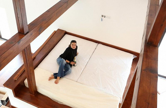 Velká postel nesmí chybět.