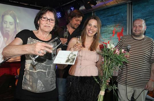 Aneta Langerová s kmotrou desky Martou Kubišovou.