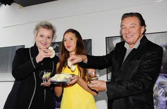 Eva Urbanová s Patricií Janečkovou a Karlem Gottem pokřtili desku netradičně.