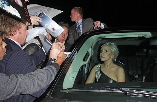 Lady Gaga je známá svými kontroverzními modely, tentokrát se ale umírnila.