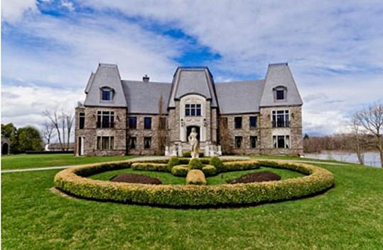 Tuto nemovistost v kanadském Montrealu prodává Celine Dion s manželem Reném Angélilem.