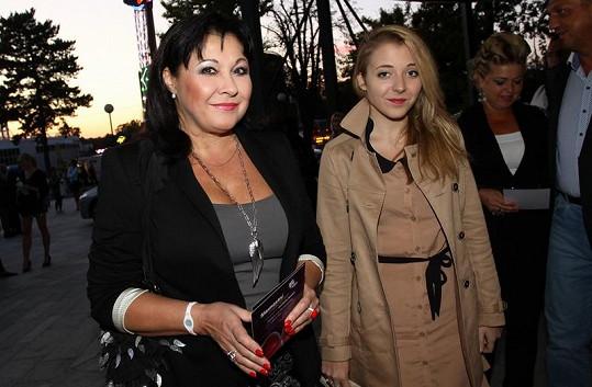Známá herečka, zpěvačka a moderátorka s dcerou Aničkou.