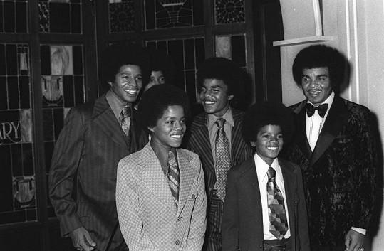 Joe Jackson (vpravo) pečlivě dozírá na své chlapce.