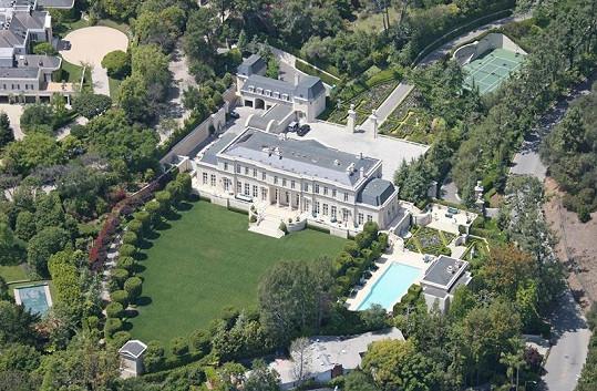 Toto honosné sídlo nyní patří krásné Tamaře Ecclestone.