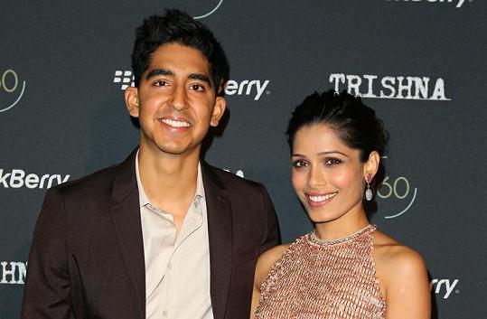 Dev Patel a Freida Pinto spolu chodí od natáčení filmu Milionář z chatrče.
