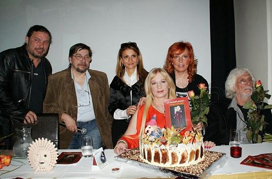 Petr Kolář, Jan Saavedra, Yvetta Blanarovičová, Marcela Holanová, Petr Hapka a Ivana Regina.