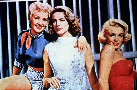 Bacall (uprostřed)s Betty Grable a Marilyn Monroe ve filmu Jak si vzít milionáře.