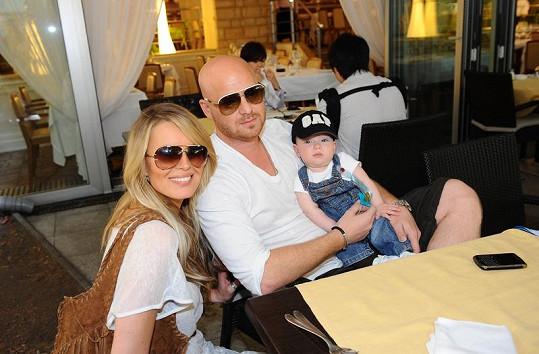 Simona s manželem Karlem a malým Maxem