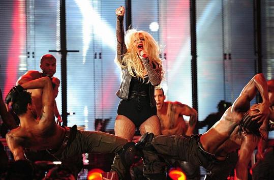 Christina Aguilera se stále obléká velice výstředně.