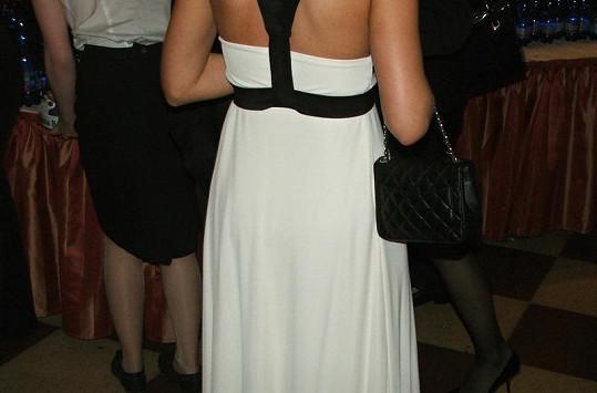 Sandra Nováková zvolila volné černobílé šaty.
