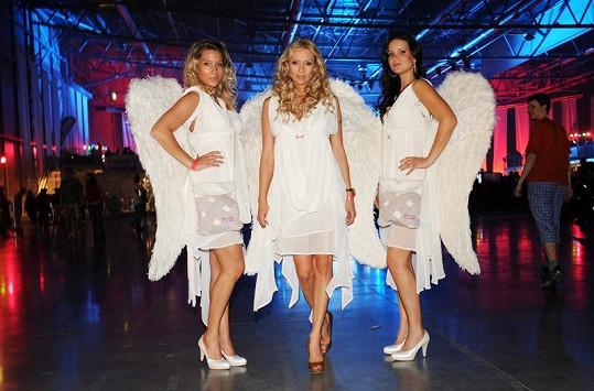 Martina s dalšími andílky.