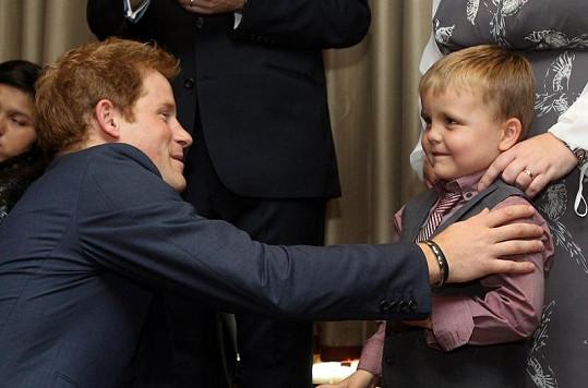 Harry a Alex Logan, který se chtěl s princem bavit o nahých fotografiích.