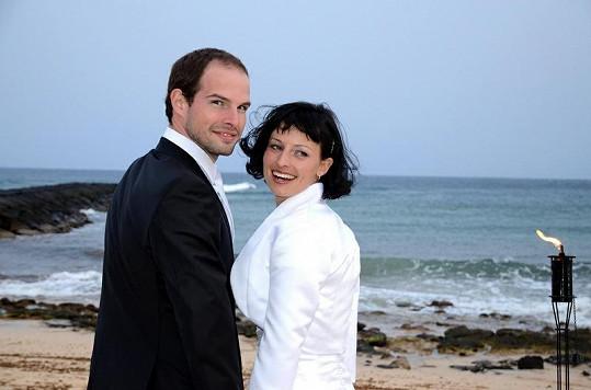 Jan Maxián z kapely Nightwork se oženil s dlouholetou přítelkyní Lucií.