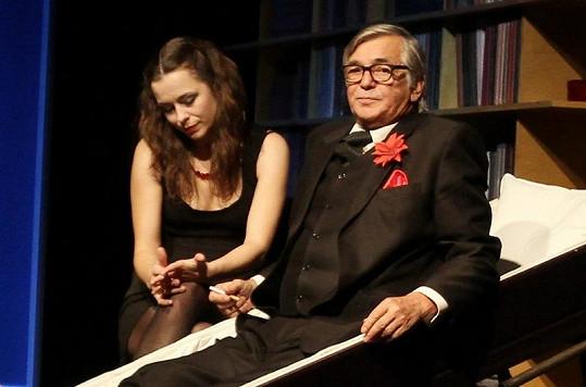 Jana v divadelním představení Moje hra s Jiřím Bartoškou.