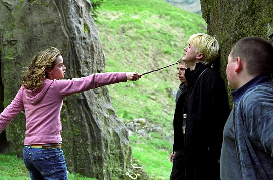 Hermiona v boji proti Draco Malfoyovi.