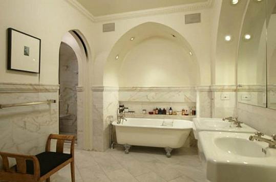 Jedna z koupelen je celá z mramoru.