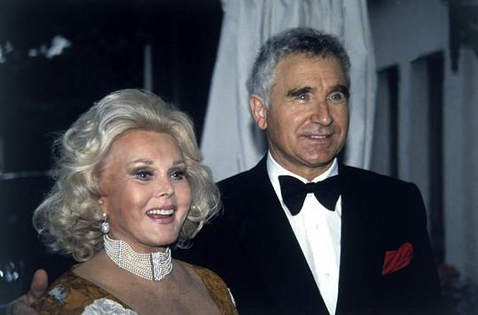Zsa Zsa Gabor s Frédéricem v devadesátých letech.