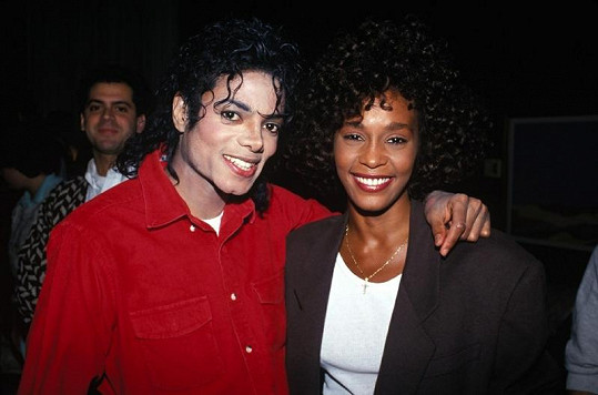 Whitney Houston a Michael Jackson.