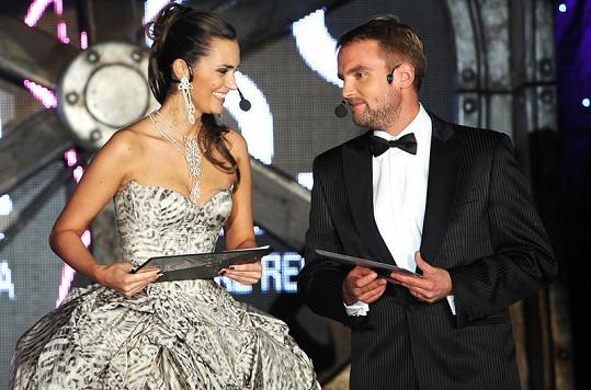 Daniela Písařovicová a Libor Bouček moderovali soutěž Miss Hasička.
