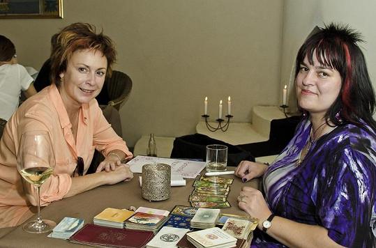 Ilona Svobodová ze seriálu Ulice se nebála vyrazit za kartářkou bez make-upu.