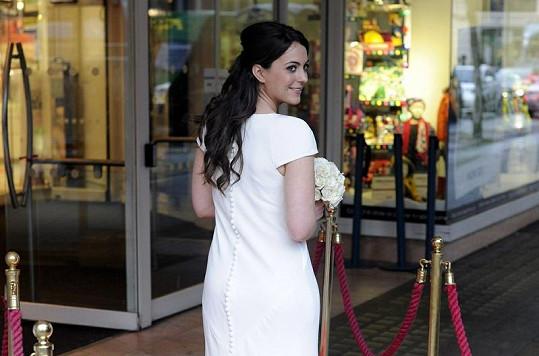 Napodobenina šatů Pippy Middleton ze svatby sestry Catherine a prince Williama.