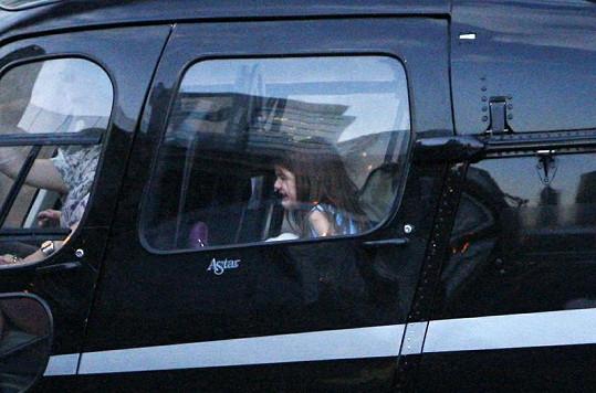 Když nastoupila do vrtulníku, propukla v pláč.