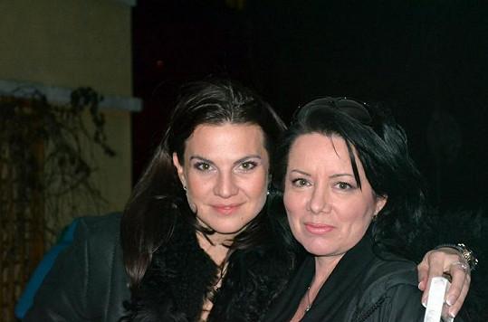 Dařiny kamarádky, manžerka Eva Skallová (vlevo) a sestra Jana Hádlová-Rolincová.