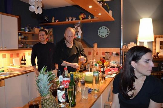 Přátelé zpěvačky obsadili kuchyň a vytvářeli úžasné dobroty.