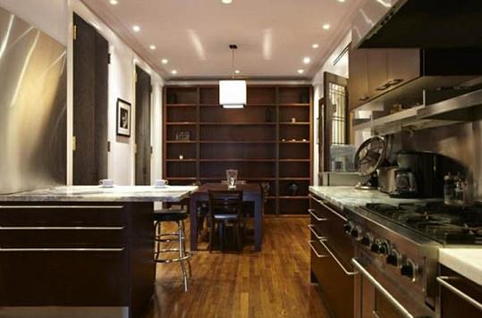 Kuchyň, která nabízí vše potřebné.