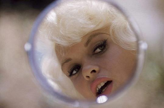 Jayne skončila stejně tragicky jako Marilyn. Zemřela předčasně ve čtyřiatřiceti letech.