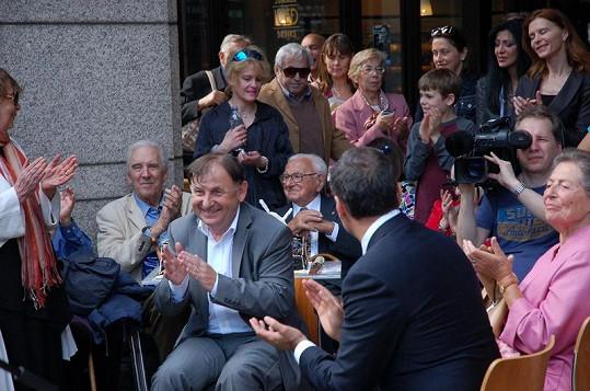 Zahájení expozice o vlaku Nicholase Wintona se účastnil i velvyslanec Michael Žantovský.